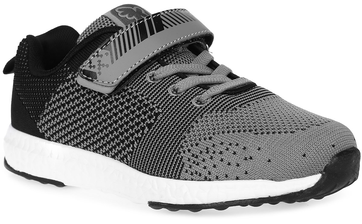 Кроссовки для мальчика Kakadu, цвет: черный, серый. 6779A. Размер 346779AСтильные кроссовки от Kakadu - отличный выбор для вашего мальчика на каждый день. Верх модели выполнен из дышащего текстиля.Классическая шнуровка и ремешок с застежкой-липучкой обеспечивают надежную фиксацию обуви на ноге. Ярлычок на заднике облегчает обувание. Подкладка из полиэстера обеспечивает комфорт при носке. Съемная анатомическая стелька из полиэстера удобна в эксплуатации и позволяет быстро просушивать обувь. Облегченная двухслойная подошва выполнена из износостойкого ЭВА-материала и термополиуретана.Рифление на подошве обеспечивает отличное сцепление с любой поверхностью.Модные и комфортные кроссовки - необходимая вещь в гардеробе каждого ребенка.