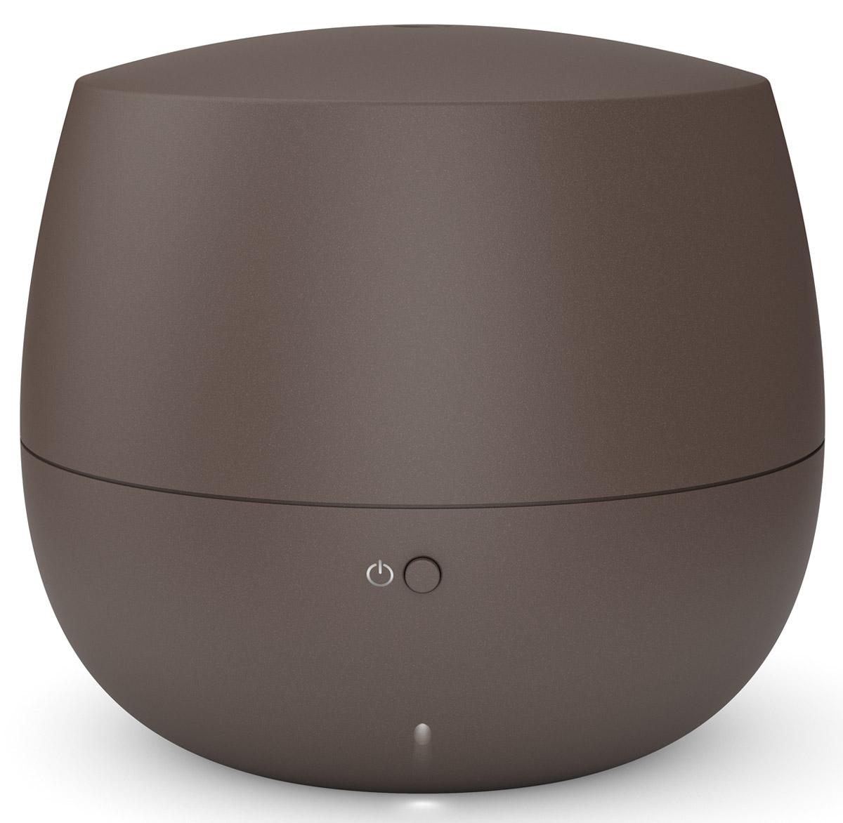 Stadler Form Mia, Bronze ароматизатор воздуха00000051233Еще несколько шагов по знакомым ступенькам, язычок замка нехотя перевернется, и вы окажетесь дома. Раньше,чем свет покажет вам привычную картину прихожей, вы ощутите едва заметный, ласковый и теплый аромат. Таквас встречает Stadler Form Mia - миниатюрный ароматизатор воздуха для дома.Этот умный ароматизатор выполняет работу эффективно и незаметно. Даже ее символическая подсветканаправлена вниз - Mia словно опустила взгляд. Впрочем, обратить на нее внимание все же стоит: мягкий дизайн,форма которого близка человеку на генном уровне, и теплая матовость материала будут вкусной пищей длявашего чувства прекрасного. Если оставить высокие материи и обратиться к технологиям, то внутри Mia можно обнаружить современнуюутльтразвуковую мембрану. Она превращает воду, в которую вы добавляете любимый аромат, в мелкокапельный легчайший пар. Он хорошо смешивается с воздухом, равномерно наполняя все помещение ненавязчивым благоуханием.Для того чтобы аромат не становился слишком резким, в ароматизаторе предусмотрен интервальный режим.Это означает, что прибор насыщает воздух ароматом в течение 10 минут, а затем отключается на 20 минут, чтобыконцентрация эфирного масла была невысокой, и запах не стал приторным.За счет интервального режима Mia может непрерывно работать 10 часов, а значит - встречать вас успокаивающей лавандой после работы или всю ночь удобрять иммунитет маслом чайного дерева. Насчет спокойствия можно не беспокоиться и смело пускать Mia в спальню: она работает практически неслышно.