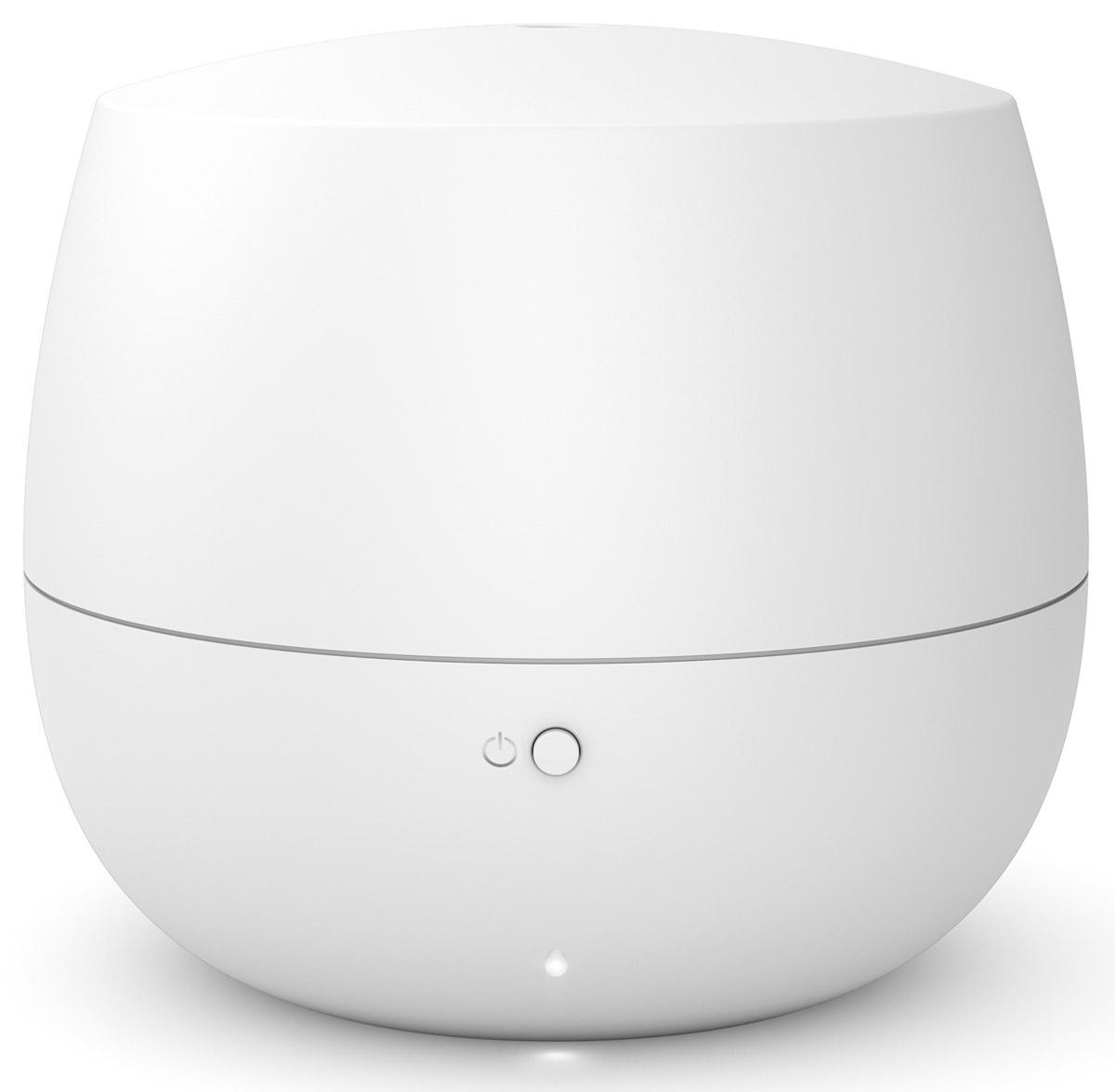 Stadler Form Mia, White ароматизатор воздуха00000051231Еще несколько шагов по знакомым ступенькам, язычок замка нехотя перевернется, и вы окажетесь дома. Раньше,чем свет покажет вам привычную картину прихожей, вы ощутите едва заметный, ласковый и теплый аромат. Таквас встречает Stadler Form Mia - миниатюрный ароматизатор воздуха для дома.Этот умный ароматизатор выполняет работу эффективно и незаметно. Даже ее символическая подсветканаправлена вниз - Mia словно опустила взгляд. Впрочем, обратить на нее внимание все же стоит: мягкий дизайн,форма которого близка человеку на генном уровне, и теплая матовость материала будут вкусной пищей длявашего чувства прекрасного. Если оставить высокие материи и обратиться к технологиям, то внутри Mia можно обнаружить современнуюутльтразвуковую мембрану. Она превращает воду, в которую вы добавляете любимый аромат, в мелкокапельный легчайший пар. Он хорошо смешивается с воздухом, равномерно наполняя все помещение ненавязчивым благоуханием.Для того чтобы аромат не становился слишком резким, в ароматизаторе предусмотрен интервальный режим.Это означает, что прибор насыщает воздух ароматом в течение 10 минут, а затем отключается на 20 минут, чтобыконцентрация эфирного масла была невысокой, и запах не стал приторным.За счет интервального режима Mia может непрерывно работать 10 часов, а значит - встречать вас успокаивающей лавандой после работы или всю ночь удобрять иммунитет маслом чайного дерева. Насчет спокойствия можно не беспокоиться и смело пускать Mia в спальню: она работает практически неслышно.