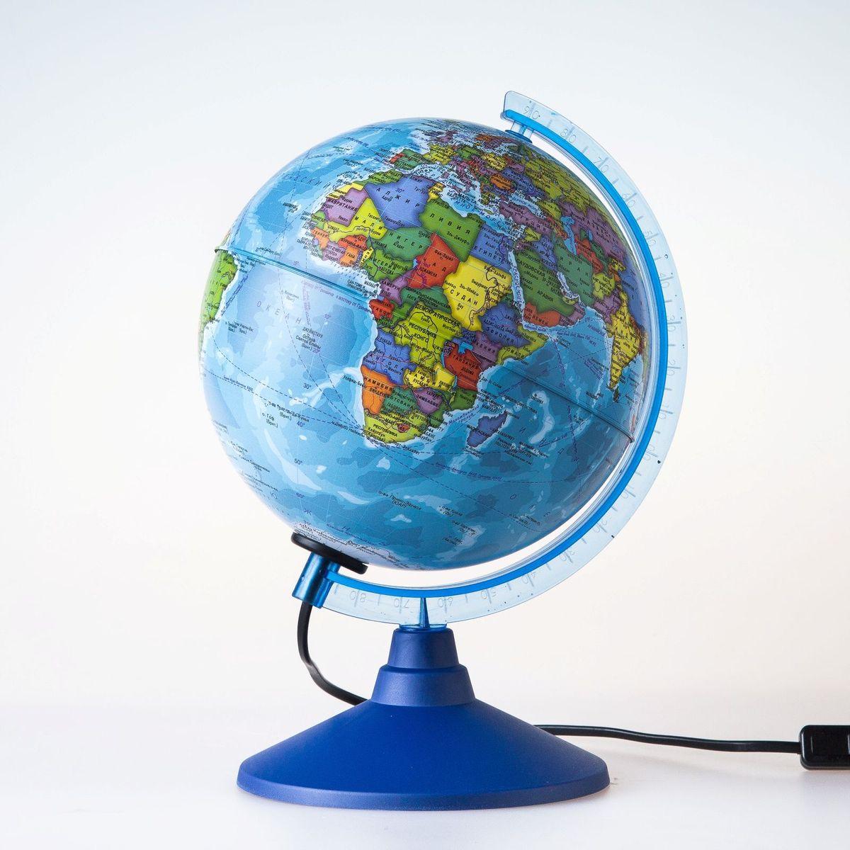 Глобен Глобус политический Классик Евро с подсветкой диаметр 15 см1072899Глобус для всех, глобус каждому!Глобус — самый простой способ привить ребенку любовь к географии. Он является отличным наглядным примером, который способен в игровой доступной и понятной форме объяснить понятия о планете Земля.Также интерес к глобусам проявляют не только детки, но и взрослые. Для многих уменьшенная копия планеты заменяет атлас мира из-за своей доступности и универсальности.Умный подарок! Кому принято дарить глобусы? Всем! Глобус политический диаметр 150мм Классик Евро с подсветкой — это уменьшенная копия земного шара, в которой каждый найдет для себя что-то свое.путешественники и заядлые туристы смогут отмечать с помощью стикеров те места, в которых побывали или собираются их посетитьделовые и успешные люди оценят такой подарок по достоинству, потому что глобус ассоциируется со статусом и властьюпреподаватели, ученые, студенты или просто неординарные личности также найдут для глобуса достойное место в своем доме.Итак, спешите заказать настольные глобусы в нашем интернет-магазине по привлекательным ценам, и помните, кто владеет глобусом, тот владеет миром!
