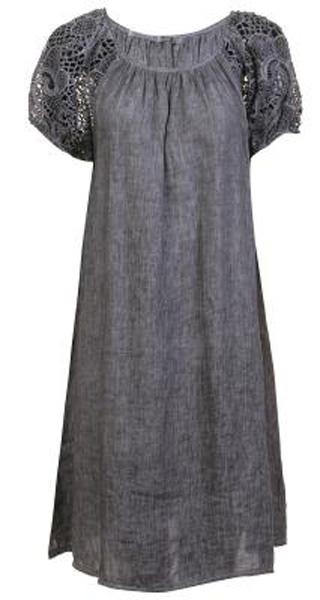 Платье Baon, цвет: серый. B457090_Asphalt. Размер S (44)B457090_AsphaltСвободное платье выполнено из натурального льняного полотна - материала, способного дышать и радовать вашу кожу своим охлаждающим эффектом. Рукава изделия выполнены из гипюра. Застёжка на пуговицу расположена на спине.