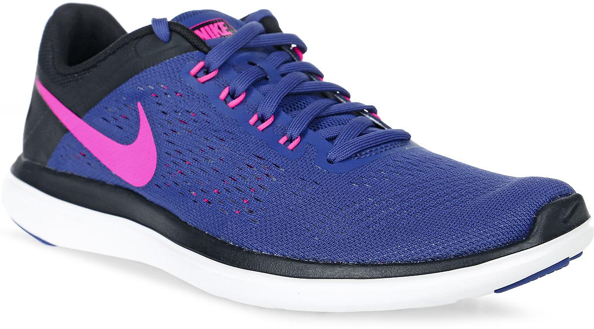 Кроссовки для бега женские Nike Flex 2016 Rn, цвет: синий, черный. 830751-500. Размер 8 (39)830751-500Женские кроссовки для бега Flex 2016 Rn от Nike выполнены из сетчатого текстиля и дополнены полимерными накладками. Подкладка и стелька из текстиля комфортны при движении. Шнуровка надежно зафиксирует модель на ноге. Подошва дополнена рифлением. Технология Flex гарантирует оптимальную амортизацию.