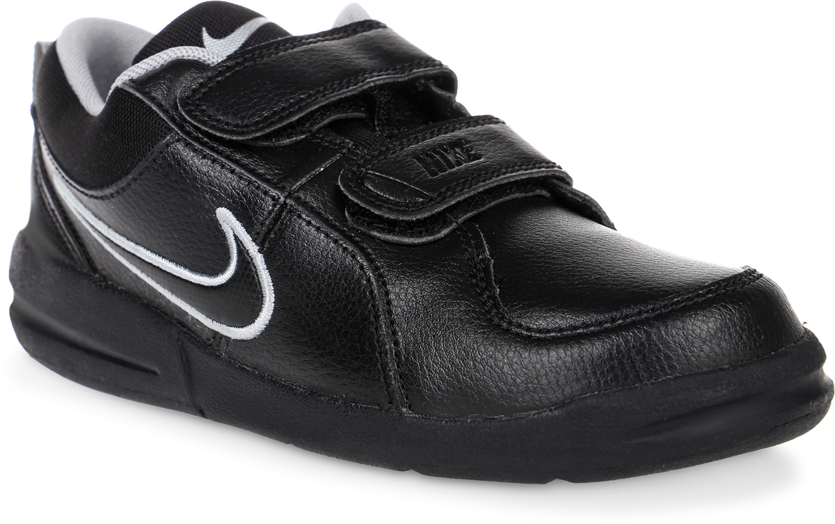 Кроссовки для мальчика Nike Pico 4, цвет: черный. 454500-001. Размер 2,5 (33,5)454500-001Детские кроссовки Pico 4 от Nike, выполненные из натуральной и искусственной кожи, дополнены вставками из текстиля. Ремешки с застежками-липучками надежно фиксируют модель на ноге. Текстильная подкладка не натирает. Промежуточная подошва обеспечивает отличную амортизацию. Подошва дополнена рифлением.
