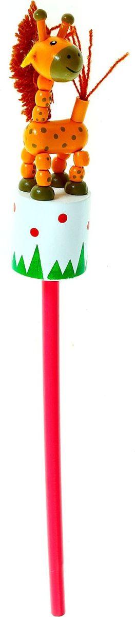 NoName Карандаш Жирафик860422Веселый яркий карандаш Жирафик с игрушкой станет для ребенка верным помощником в процессе обучения рисованию. Забавная зверушка, которая уселась на верхушке пишущего прибора, сделает учебу интереснее и веселее. А значит, малыш быстрее освоит новый навык. Карандаш изготовлен из безопасного материала - натуральной древесины, покрытой нетоксичными красками, поэтому безопасен для здоровья ребенка.