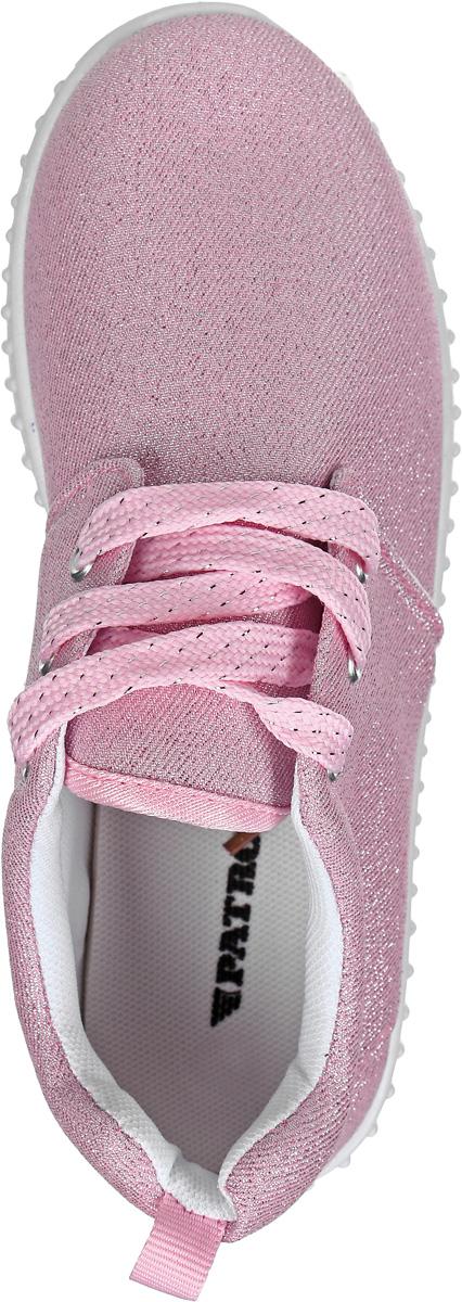 Стильные кроссовки от Patrol - отличный выбор для вашей юной модницы на каждый день. Верх модели выполнен из текстиля с блестящей нитью.  Классическая шнуровка на подъеме обеспечивает надежную фиксацию обуви на ноге. Подкладка и стелька из текстильного материала создают комфорт при носке. Подошва выполнена из резины.  Рифление на подошве обеспечивает отличное сцепление с любой поверхностью.  Модные и комфортные кроссовки - необходимая вещь в гардеробе каждого ребенка.