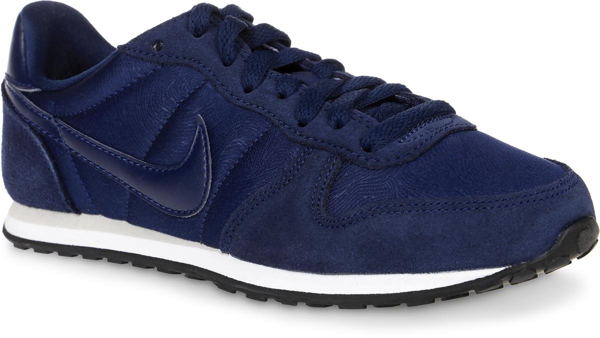 Кроссовки женские Nike Genicco, цвет: темно-синий. 644451-400. Размер 6 (36)644451-400Женские кроссовки Genicco от Nike выполнены из текстиля, натурального велюра и искусственной кожи. Подкладка и стелька из текстиля комфортны при движении. Шнуровка надежно зафиксирует модель на ноге. Подошва дополнена рифлением.