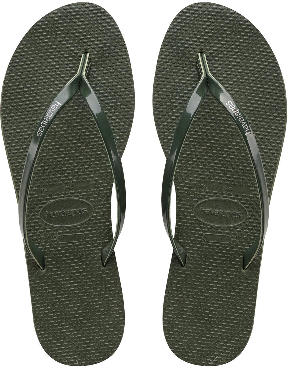 Сланцы женские Havaianas You Metallic, цвет: черный. 41351020090. Размер 39/40 (40/41)41351020090Модные женские сланцы You Metallic от Havaianas придутся вам по душе. Верх модели, выполненный из резины, оформлен названием бренда. Ремешки с перемычкой гарантируют надежную фиксацию модели на ноге. Подошва выполнена из материала ЭВА. Рифление на верхней поверхности подошвы предотвращает выскальзывание ноги. Рельефное основание подошвы обеспечивает уверенное сцепление с любой поверхностью. Удобные сланцы прекрасно подойдут для похода в бассейн или на пляж.