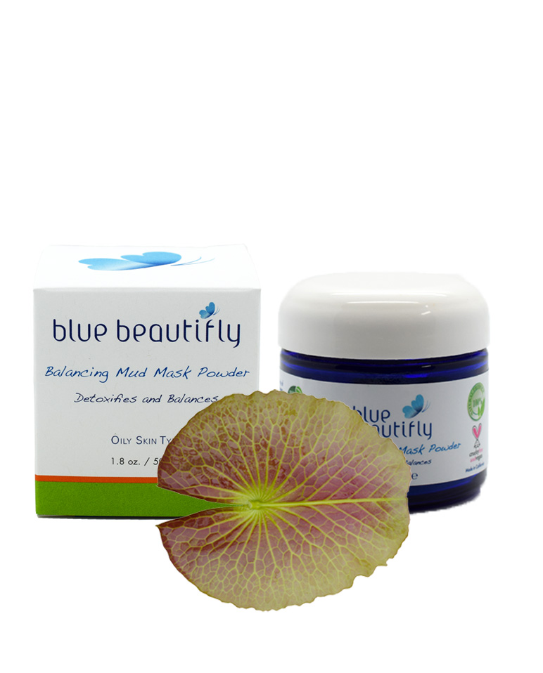 Blue Beautifly Балансирующая сухая маска-пилинг, 50 гBB-018Для жирной кожи. Балансирующая сухая маска-пилинг выводит токсины и очищает кожу, благодаря входящим в ее состав разным видам минеральной глины и омолаживающим травам. Французская Зеленая и Красная глина, Индийская глина Solum Fullonum удаляют излишки жира, примесей и токсинов, которые блокируют поры. Фруктовая смесь Трифала (Индийская ягоды Амалаки, Харитаки, и Бибхитаки), Ашваганда, Тулси и Куркума используются в Аюрведической медицине на протяжении веков, уменьшают воспаление, стабилизируют выработку кожного сала, устраняют загрязнения.