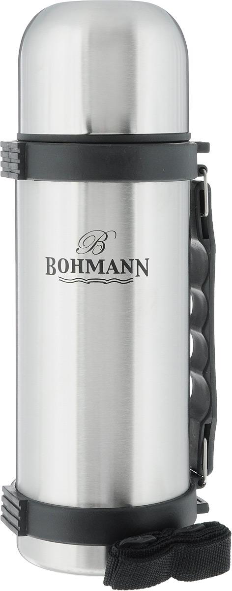 Термос Bohmann, цвет: стальной, черный, 750 мл4175BH/б/чехлаДорожный термос Bohmann выполнен из нержавеющей стали с матовой полировкой. Двойные стенки сохраняют температуру напитков длительное время. Внутренняя колба выполнена из высококачественной нержавеющей стали. Термос снабжен плотно прилегающей закручивающейся пластиковой пробкой с нажимным клапаном и укомплектован теплоизолированной крышкой, которую можно использовать как чашку. Для того чтобы налить содержимое термоса нет необходимости откручивать пробку. Достаточно надавить на клапан, расположенный в центре. Изделие оснащено эргономичной ручкой и съемным ремнем для удобной переноски.Удобный термос Bohmann станет незаменимым спутником в ваших поездках.Высота термоса (с учетом крышки): 26 см.Диаметр горлышка: 5 см.Диаметр чашки (по верхнему краю): 8 см.Высота чашки: 6 см.Ширина ремня: 2 см.Длина ремня: 94 см.