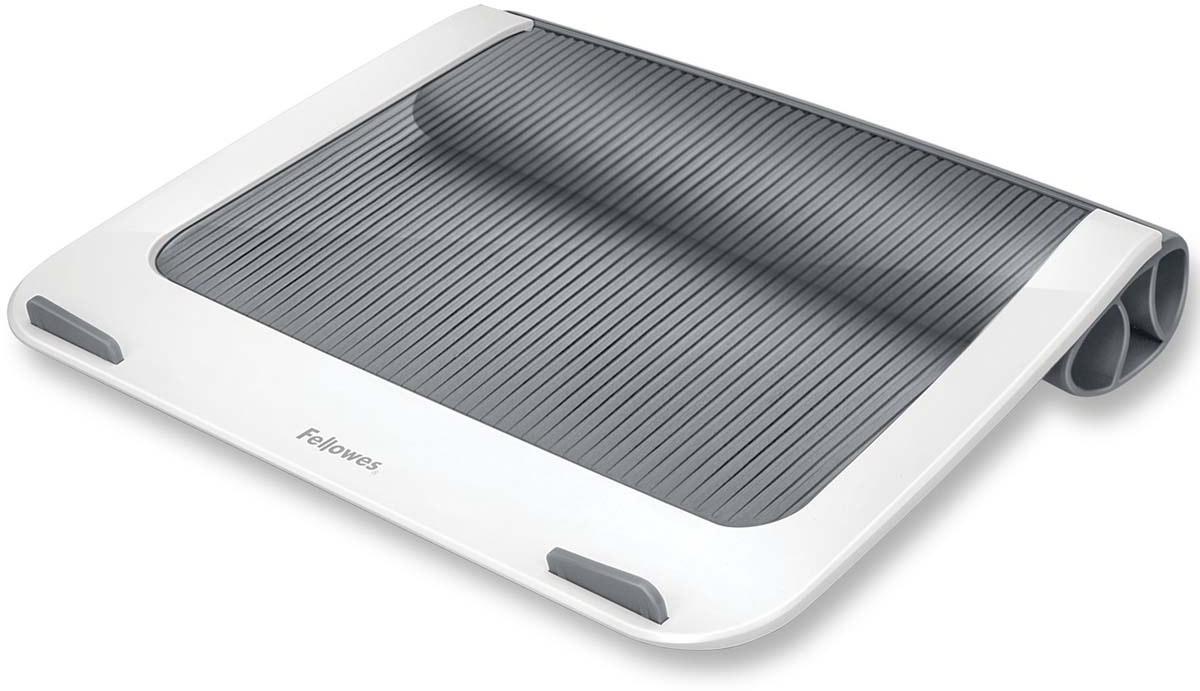 Fellowes I-Spire Series, White Grey подставка для ноутбукаFS-93812Подставка для ноутбука с диагональю до 17 Fellowes серии I-Spire. Эффективно защищает ноутбук от перегреваблагодаря эргономичной форме с изгибами. Нескользящая поверхность и ограничители на передней панелиобеспечивают устойчивое положение ноутбука на подставке. Подставка приподнимает экран ноутбука наудобный угол обзора, а благодаря мягкой силиконовой подкладке ноутбук удобно держать на коленях. Выдерживает вес до 6 килограмм.
