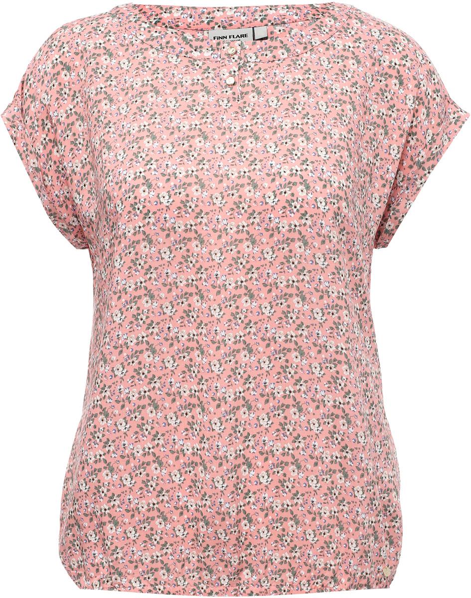 Блузка женская Finn Flare, цвет: розовый. S17-12022_306. Размер S (44)S17-12022_306Стильная блузка приталенного кроя с коротким рукавом выполнена из вискозы, украшена красочным цветочным принтом – отличное приобретение для вашего летнего гардероба. Модель оптимальной длины: её можно заправить в юбку или брюки или носить навыпуск. Спереди имеет 2 пуговицы-застежки, понизу отделана резинкой.