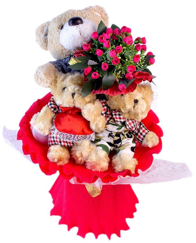 Букет из игрушек Toy Bouquet Медвежата, цвет: красный, 3 игрушкиB004-3Букет из 3 плюшевых мишек, одного большого и двух маленьких, дополнен прекраснымбукетиком из искусственных цветов, упакован в нежную переливающуюся органзу,перевязан широкой лентой в виде большого банта. Букет из игрушек – это идеальный подарок, который подойдет к любому празднику,событию или торжеству. Рождение ребёнка, свадьба, День рождения – преподнесённый налюбой праздник нежный букет из игрушек никогда не завянет, и будет дарить радость ещёочень долго, напоминая о вашей любви.