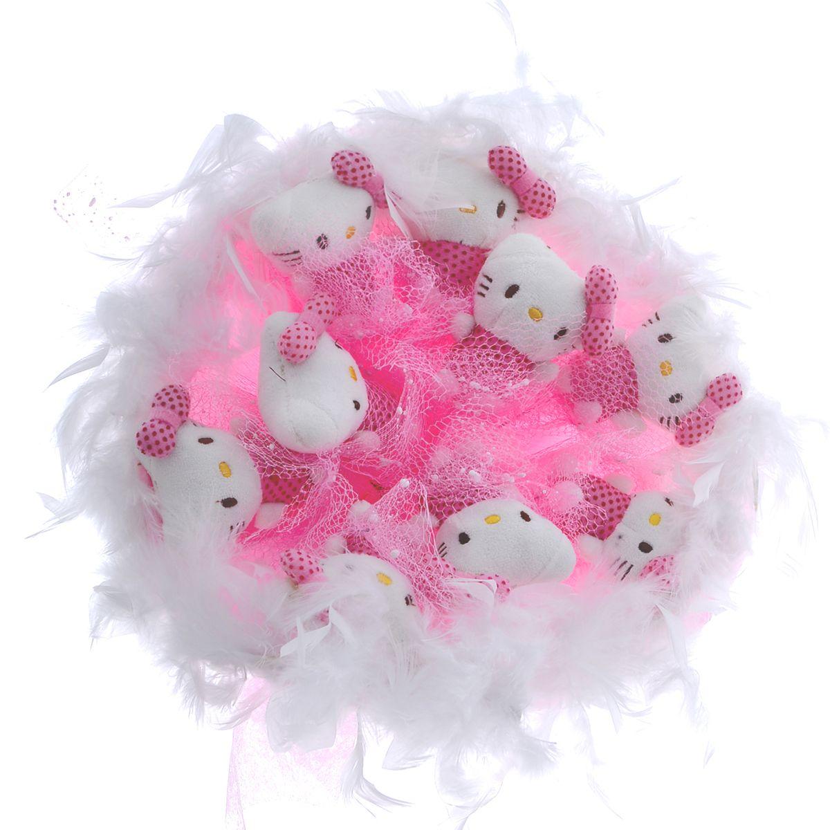 Букет из игрушек Toy Bouquet Котята, цвет: розовый, 9 игрушекC002-9-41Букет из 9 мягких милых Кити упакован в мягкую струящуюся органзу розового цвета с добавлением флористической сетки, декорирован великолепным пышным боа по краю букета и перевязан широкой атласной лентой с добавлением серебристой парчовой тесьмы.Мягкие игрушки, оформленные в букет – приятный подарок для любимой, для мамы, подруги или для ребенка. Оригинальные букеты торговой марки Toy Bouquet из мягких игрушек прекрасно подойдут для многих праздников: День Святого Валентина, 8 марта, день рождения, выпускной, а также на другие памятные даты или годовщины.
