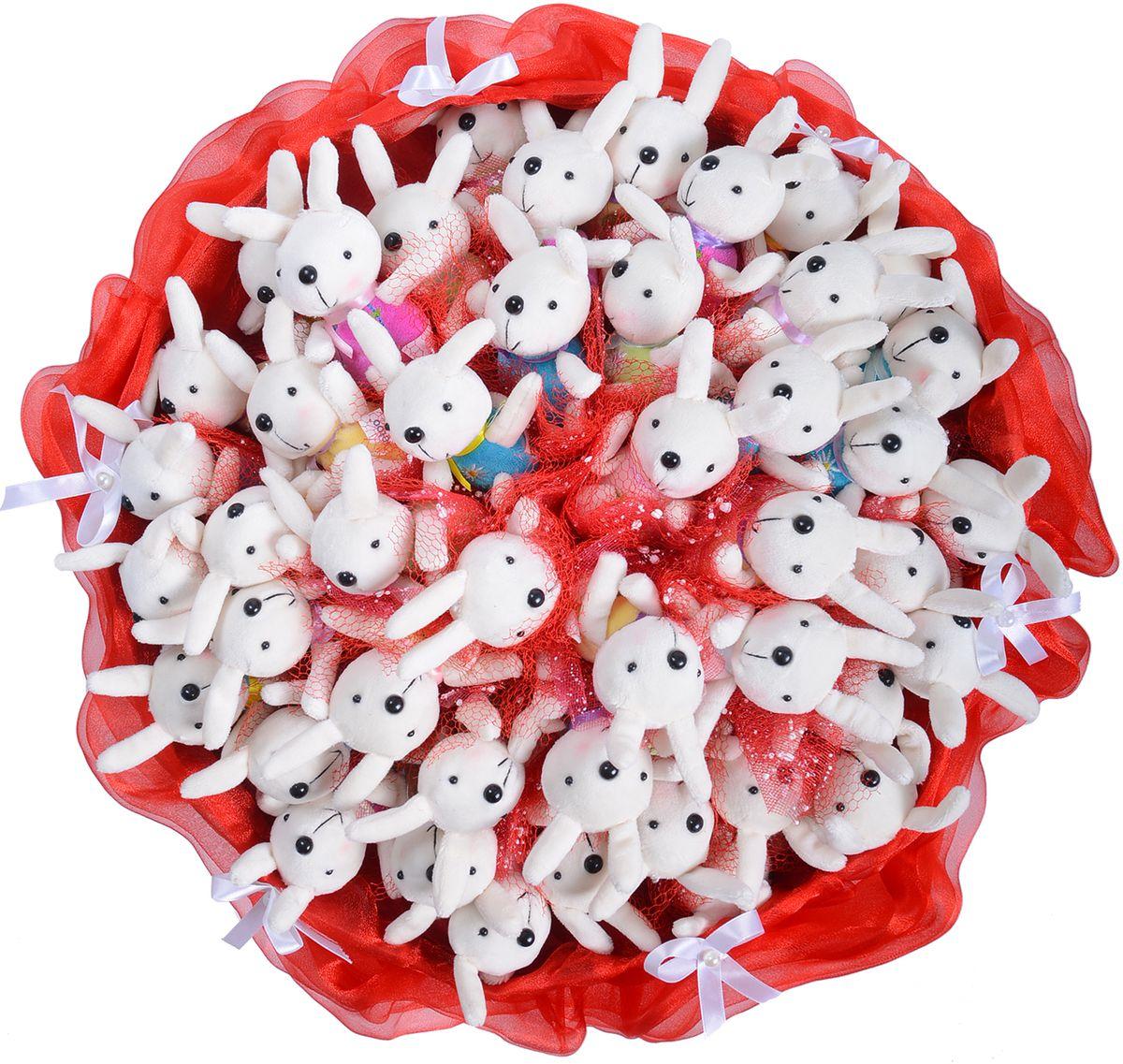 Букет из игрушек Toy Bouquet Маленькие зайчата, цвет: красный, 45 игрушекRS003-45-31Великолепный букет из 45 милых зайчиков упакован в мягкую струящуюся органзунасыщенного красного цвета с добавлением флористической сетки, декорированмаленькими атласными бантиками по краю букета и перевязан широкой атласной лентой сдобавлением золотой парчовой тесьмы. Мягкие игрушки, оформленные в букет – приятный подарок для любимой, для мамы,подруги или для ребенка. Оригинальные букеты торговой марки Toy Bouquet из мягкихигрушек прекрасно подойдут для многих праздников: День Святого Валентина, 8 марта,день рождения, выпускной, а также на другие памятные даты или годовщины.