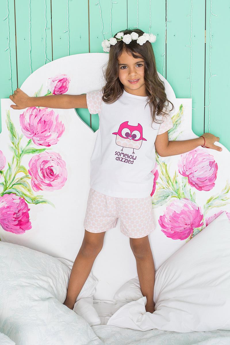 Пижама для девочки Sweet Berry, цвет: белый, розовый. 195947. Размер 134195947Пижама для девочки Sweet Berry состоит из футболки и шорт. Пижама изготовлена из натурального хлопка с небольшим добавлением эластана. Футболка с короткими рукавами и круглым вырезом горловины на груди оформлена принтом с изображением совы. Свободные шортики с широкой эластичной резинкой на поясе и регулируемым шнурком также оформлены нежным принтом. В такой пижаме ваше малышке будет максимально комфортно и уютно.