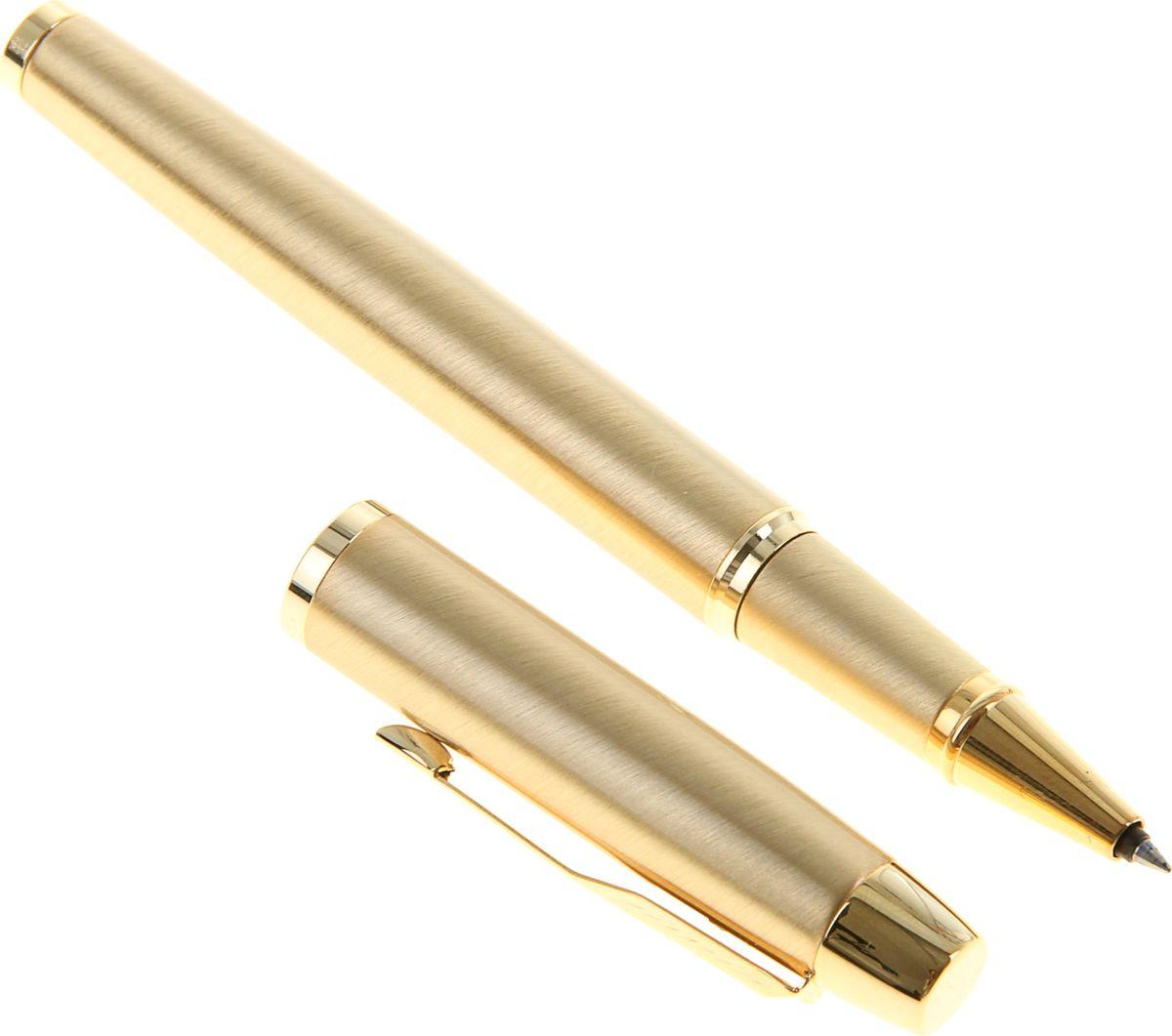 Parker Ручка-роллер IM Metal Brushed Metal Gold GT черная956145Parker — классика с современным оттенком. Этот культовый бренд отличается неугасаемым стремлением к совершенству. Уже на протяжении столетия он имеет отличную репутацию и ассоциируется с канцелярскими изделиями исключительно высокого качества, подчеркивая тем самым верность традициям, надежность, элегантность, стиль и желание привносить новое в свои образцы. Ручка-роллер Parker IM Metal Brushed Metal Gold GT — сочетание неповторимого дизайна и прекрасного исполнения. Этот аксессуар станет элитным и статусным презентом для коллег, друзей, а также настоящим украшением любого рабочего стола.