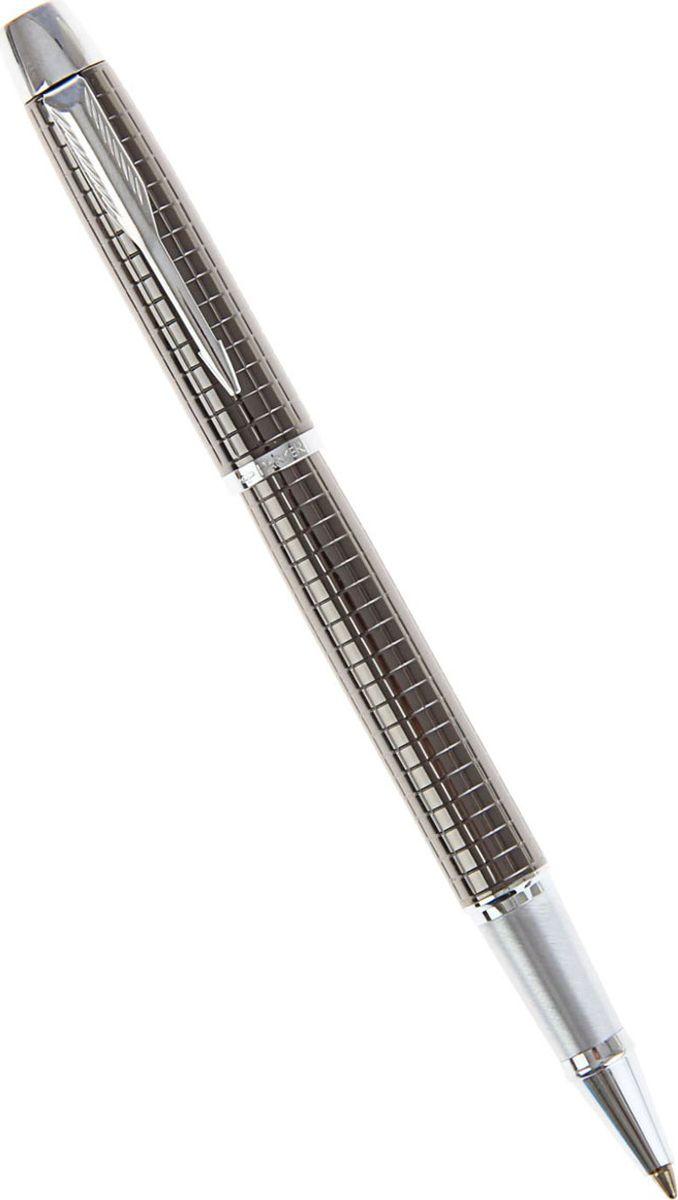 Parker Ручка-роллер IM Premium Dark Gun Metal черная164330Parker — классика с современным оттенком. Этот культовый бренд отличается неугасаемым стремлением к совершенству. Уже на протяжении столетия он имеет отличную репутацию и ассоциируется с канцелярскими изделиями исключительно высокого качества, подчеркивая тем самым верность традициям, надежность, элегантность, стиль и желание привносить новое в свои образцы. Ручка-роллер IM Premium Dark Gun Metal серый корпус, подарочная упаковка — сочетание неповторимого дизайна и прекрасного исполнения. Этот аксессуар станет элитным и статусным презентом для коллег, друзей, а также настоящим украшением любого рабочего стола.