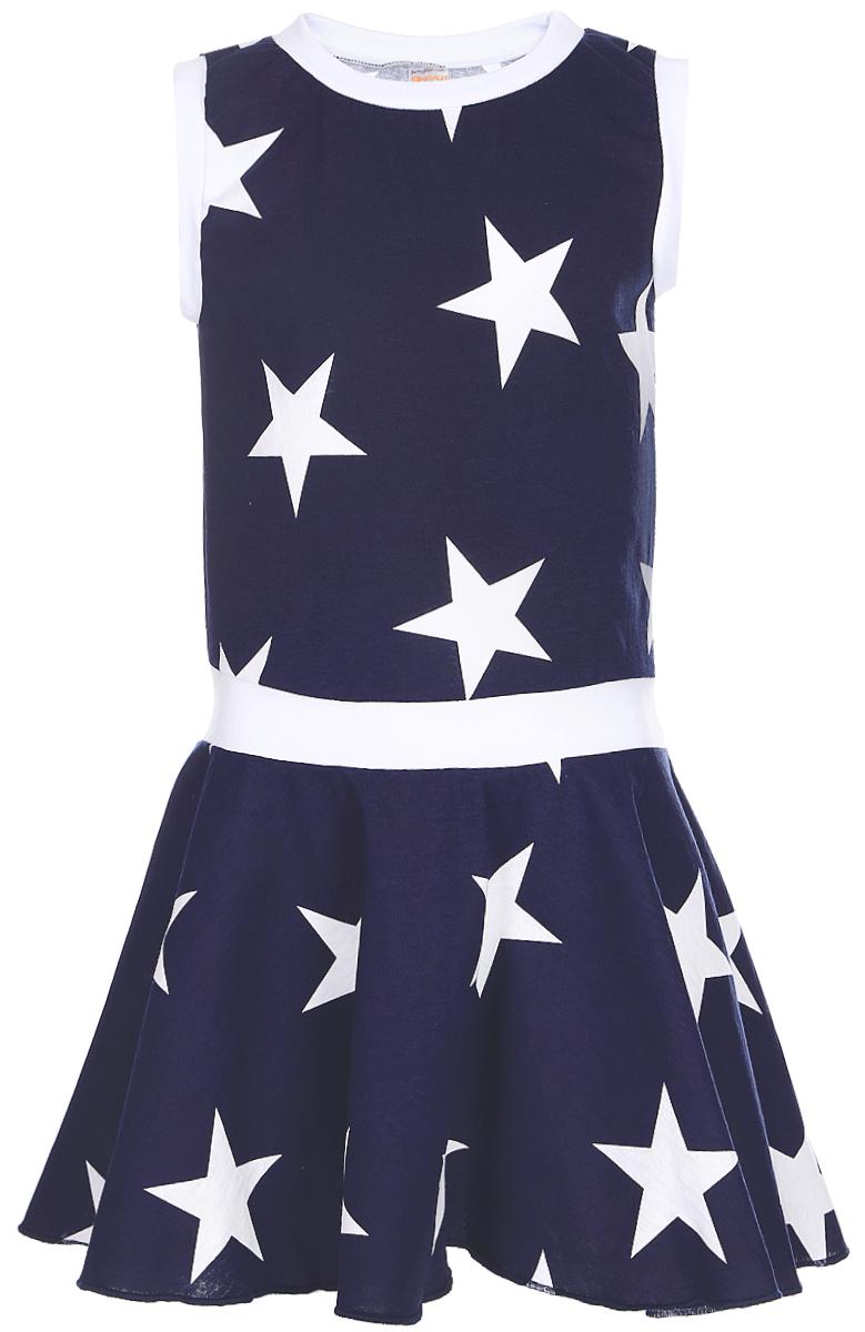 Платье для девочек КотМарКот, цвет: темно-синий, белый. 21614. Размер 9221614Яркое платье для девочки КотМарКот выполнено из качественного хлопка. Модель прямого кроя с юбкой-клеш и без рукавов, оформлена принтом в виде звезд. Модель дополненакруглым вырезом горловины.
