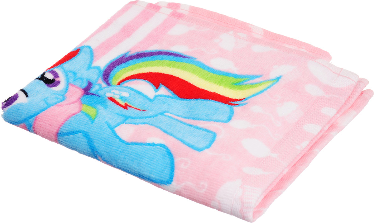 """Мягкое хлопковое полотенце Bravo """"Пони"""" подарит вам и вашей дочурке мягкость и необыкновенный  комфорт в использовании. Полотенце украшено изображением обаятельных пони из мультфильма """"My Little Pony"""".  Красочное изображение любимого героя и невероятная мягкость полотенца обязательно приведут в восторг вашего  ребенка и превратят любое купание в веселую и увлекательную игру.  Ткань не вызывает аллергических реакций, обладает высокой гигроскопичностью и воздухопроницаемостью.  Полотенце великолепно впитывает влагу и не теряет своих свойств после многократной стирки.  Порадуйте себя и своего ребенка таким замечательным подарком! Режим стирки: при 40°С."""