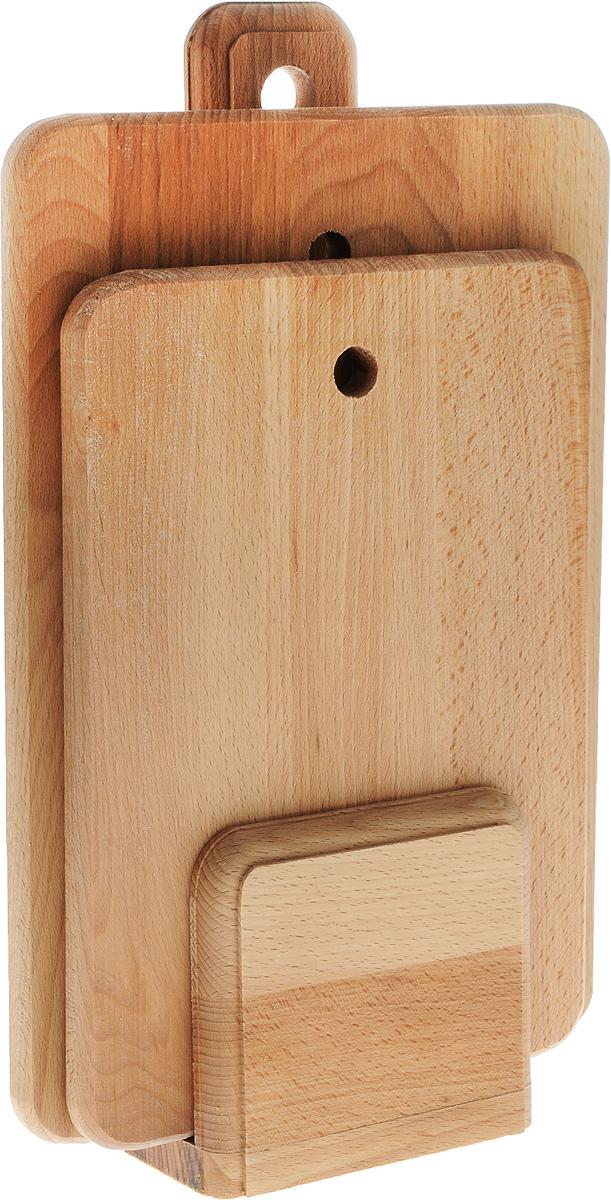 Набор разделочных досок Хозяюшка, на стойке, 3 предмета. 30-130-1Набор Хозяюшка состоит из 2 прямоугольных разделочных досок и стойки. Изделия выполнены из бука. Бук наряду с дубом и тиком относится к ценным твердолиственным породам элитной группы категории А, класса люкс. По структуре древесины бук считается менее рыхлым, чем дуб, и более гибким, чем тик, при этом не уступает по прочности этим двум породам, а по красоте даже превосходит их. Бук отличают, прежде всего, уникальная текстура и естественный белый с желтовато-красным оттенком, со временем переходящим в розовато-коричневый, цвет древесины. Бук прекрасно поддается шлифовке и полировке. Бук боится влаги, но, как в случае со всеми без исключения досками из древесины, вопрос влагостойкости решается пропиткой дерева специальным минеральным или льняным маслом. Масло защищает доску от коробления, рассыхания и растрескивания. Именно поэтому все доски Хозяюшка обработаны льняным маслом. Нельзя мыть в посудомоечной машине. Для продления срока эксплуатации рекомендуется периодически смазывать доску растительным маслом. Размер досок: 35 х 24,5 х 1,8 см; 30 х 21 х 1,8 см. Размер стойки: 14 х 7 х 40,5 см.