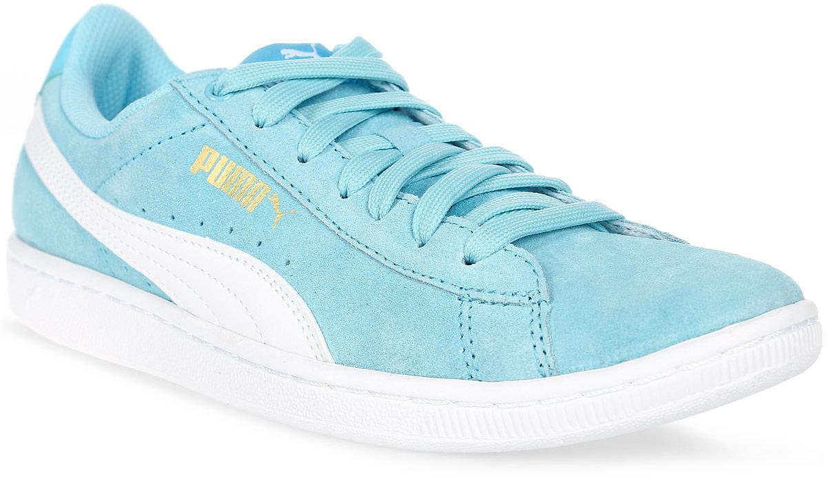 Кеды женские Puma Vikky, цвет: бирюзовый. 36262414. Размер 4 (36)36262414Вся линейка Vikky от Puma - это сочетание спортивности и женственности, и эта модель не исключение. Выросшая из баскетбольной обуви модель представлена с классическим верхом из замши. Обувь фиксируется на ноге при помощи классической шнуровки. О вашем комфорте и свежести позаботится стелька из материала SoftFoam, который не только устраняет неприятные запахи, но и обладает памятью, фиксирующей все анатомические особенности стопы. В обуви серии Vikky от Puma можно зажигать где угодно!