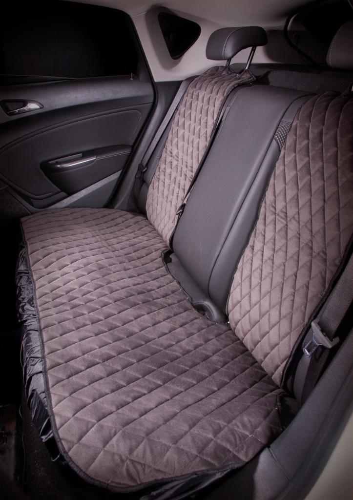 Накидка на заднее сиденье Airline, цвет: серый. ASC-B-02ASC-B-02Накидка на заднее сиденье Airline, выполненная из износоустойчивой ворсовой мебельной ткани, защищает штатную обивку от истирания и выцветания. Идеально подходит к кожаному салону, обеспечивая комфортную температуру при контакте с сиденьем в холодную и жаркую погоду, а стеганый дизайн придает салону домашний комфорт и уют. Накидка имеет универсальную систему крепления.Преимущества: - Защищает обивку автомобильных сидений от истирания.- Износостойкая ворсовая ткань.- Удобные застежки на направляющие подголовника.- Универсальное крепление и размер.