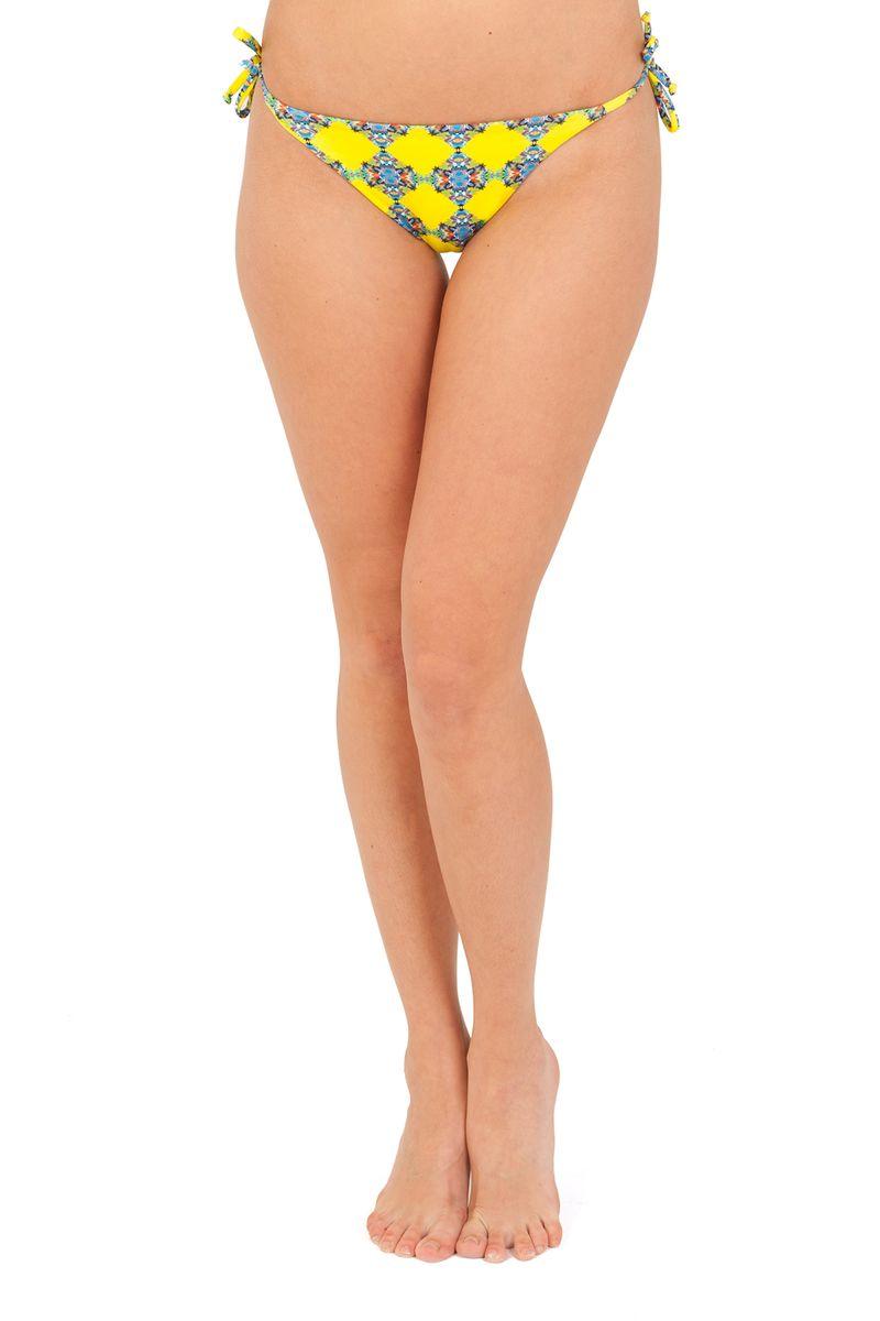 Купальные трусы Ardi, цвет: желтый, голубой. R1571-76. Размер 44R1571-76Купальные трусики Ardi - это оригинальное дополнение купального костюма для самых стильных девушек.Трусики изготовлены из полиамида с добавлением эластана, они легко тянутся и удобно садятся по фигуре. Трусики фиксируются при помощи завязок и оформлены красочным цветочным принтом. Яркие и стильные купальные трусики великолепно подойдут для плавания и отдыха на пляже, позволят вам подчеркнуть свой вкус и неповторимый стиль.