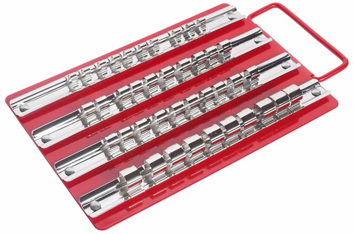 JTC Лоток с реечными держателями головок. JTC-3412JTC-3412Размеры фиксаторов: 1/4; - 10 шт., 3/8; - 20 шт., 1/2; - 10 шт. Размеры: 250х150 мм. Толщина держателя: 0.8 мм. Хромированная низкоуглеродистая сталь. Толщина фиксаторов: 0.3 мм. Никелированная высокоуглеродистая сталь. Толщина лотка: 0.8 мм., красный, покрытие - эмаль горячей сушки. Количество в оптовой упаковке: 40 шт. Габаритные размеры: 225/152/23 мм. (Д/Ш/В) Вес: 421 гр.