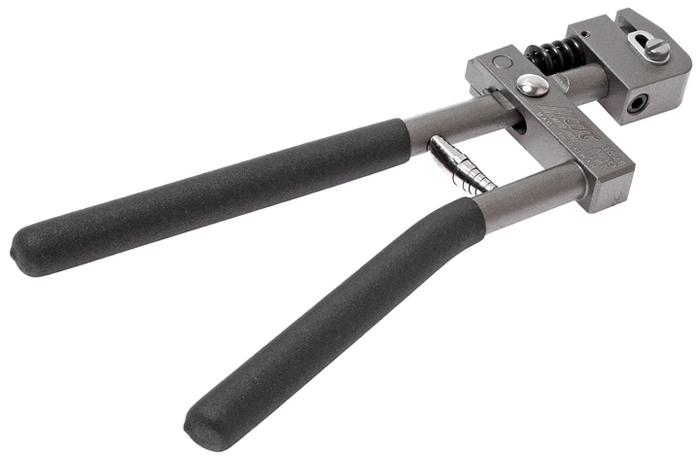 JTC Пробойник для металла. JTC-3529JTC-3529Пробойник для металла JTCОписание Толщина металла: до 1,2 мм. Диаметр пробиваемого отверстия: 5 мм. Габаритные размеры: 315/130/30 мм. (Д/Ш/В) Вес: 1137 г.