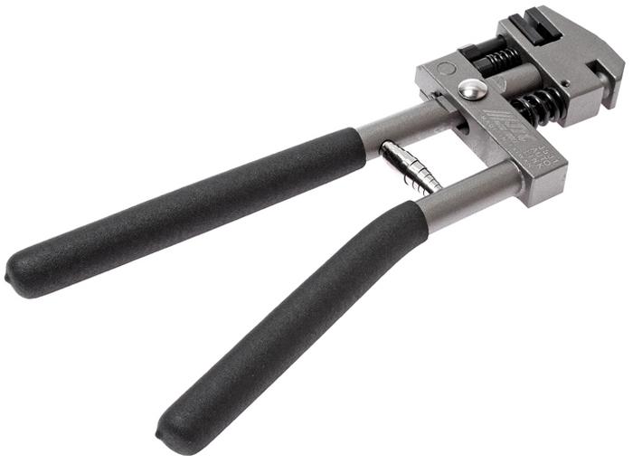 JTC Пробойник-завальцовщик для металла. JTC-3531JTC-3531Пробойник-завальцовщик для металла JTCОписание Применяется также для завальцовки металла.Толщина металла: до 1,2 мм.Диаметр пробиваемого отверстия: 5 мм.Габаритные размеры: 315/130/30 мм. (Д/Ш/В)Вес: 1184 г.