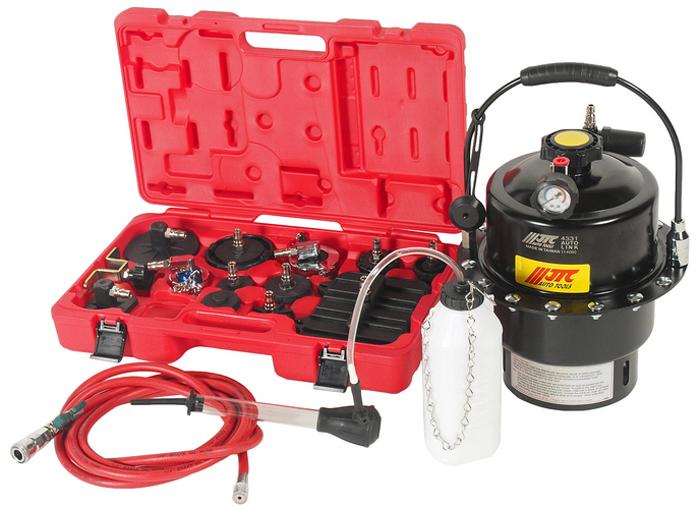 """JTC Приспособление для прокачки тормозов. JTC-4331JTC-4331Приспособление для прокачки тормозов с пневматическим приводом.Подходит как для прокачки тормозной системы, так и для прокачки гидравлической системы привода сцепления.Позволяет без утечек и других традиционных ошибок заменять тормозную жидкость. Комплект специальных адаптеров для различных тормозных цилиндров предотвращает утечки.Вместительный бак на 5 литров.Легко контролируемая замена тормозной жидкости.Размер воздушного штуцера: 1/4"""" РТ.Упаковка: прочный переносной кейс.Габаритные размеры: 520/410/330 мм. (Д/Ш/В)Вес: 10840 гр."""