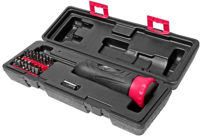 JTC Отвертка динамометрическая, с набором бит и адаптеров. JTC-4625AJTC-4625AОтвертка динамометрическая с битами и адаптерами набор JTCХарактеристики Предназначен для выполнения различных работ по обслуживанию автомобиля, например, демонтаж подушки безопасности, датчика столкновения, креплений инерционных катушек ремней безопасности. В комплект входят наиболее используемые типоразмеры битов и адаптеров. Текстурированная рельефная рукоятка обеспечивает удобный захват и комфортную работу. Длина рабочей части: 235 мм. Диапазон затяжки: 2-10 Н·м. В комплекте: Биты Philips #0, #1х2, #2х3, #3х2, шлицевые 3, 4, 5, 6, 7, мм.; шестигранные 2, 2.5, 3, 4, 5, 6 мм.Pozi: #1х2, #2х3, #3х2.Torx: Т10, Т15, Т20, Т25, Т30, Т40.Привод и адаптер.Упаковка: прочный пластиковый кейс. Габаритные размеры: 290/100/70 мм. (Д/Ш/В) Вес: 916 г.