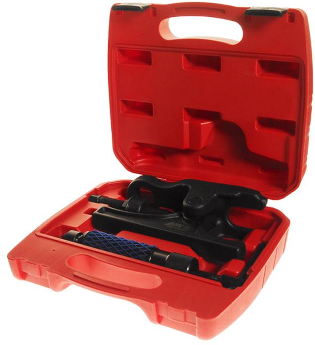 JTC Съемник шаровых опор грузовых автомобилей. JTC-4891JTC-4891Инструмент является уникальной разработкой JTC и защищен международным патентом.Не имеет аналогов на рынке. Особенность патента:Специально разработанная конструкция гидравлического поршня обеспечивает максимальное усилие в 12 тонн. Применяется с гидравлическим или механическим приводом. Предназначен для снятия шаровых опор грузовых автомобилей. Усиленная конструкция съемника позволяет прикладывать большее усилие. Рабочий диапазон захвата: 70 мм. Ширина захвата: 36 мм./li> Упаковано в прочный переносной кейс. Габаритные размеры: 310/295/85 мм. (Д/Ш/В) Вес: 7000 гр.