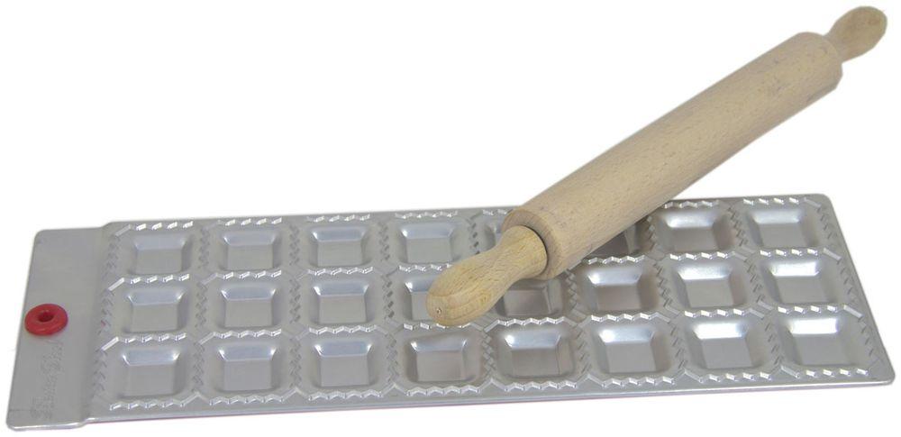 Набор для равиоли Barton Steel, 24 ячейки, 2 предмета1101BSНабор для равиоли Barton Steel облегчит вам работу на кухне и поможет создать неповторимый кулинарный шедевр. Форма для лепки равиоли изготовлена из листового алюминия.Мыть только вручную.Прилагается деревянная скалка.