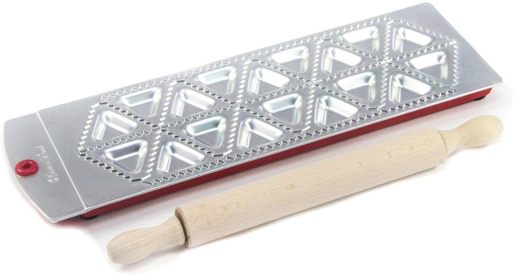 Набор для равиоли Barton Steel, 18 ячеек, 2 предмета1102BSНабор для равиоли Barton Steel облегчит вам работу на кухне и поможет создать неповторимый кулинарный шедевр. Форма для лепки равиоли изготовлена из листового алюминия.Мыть только вручную.Треугольные формы, 18 ячеек.