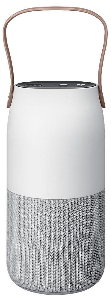 Samsung EO-SG710 Bottle Design, White Gray портативная акустическая системаEO-SG710CSEGRUКачественный звук подчёркивает ваше чувство стиля. Кроме этого, внешняя эстетика и премиальные материалы добавят утончённой атмосферы практически любому помещению, которое вы хотели бы осветить.Наслаждайтесь музыкой в любой точке комнаты. Беспроводная колонка Bottle Design от Samsung с функцией распределения звука 360° обеспечит равномерное качественное звучание.Звук способен поддержать ваше настроение. Благодаря специальной ручке для максимальной мобильности и широкому спектру световых эффектов вы сможете разнообразить атмосферу любого помещения, куда бы вы ни поместили Bottle Design.Просто разместите вашу беспроводную колонку Bottle Design на подставке для беспроводной зарядки и наслаждайтесь прослушиванием музыки без необходимости путаться в проводах и постоянно подбираться к труднодоступной розетке.Создайте уютную атмосферу в любом месте за считанные секунды. Наклоните устройство для изменения яркости или потрясите для смены цвета подсветки.Задайте наиболее подходящий тон вашей любимой музыке благодаря огромному выбору оттенков светодиодного освещения или запустите соответствующую световую анимацию, используя специальное приложение Lux manager.Можно заряжать беспроводную аудиоколонку с помощью зарядного устройства (не входит вкомплект поставки).