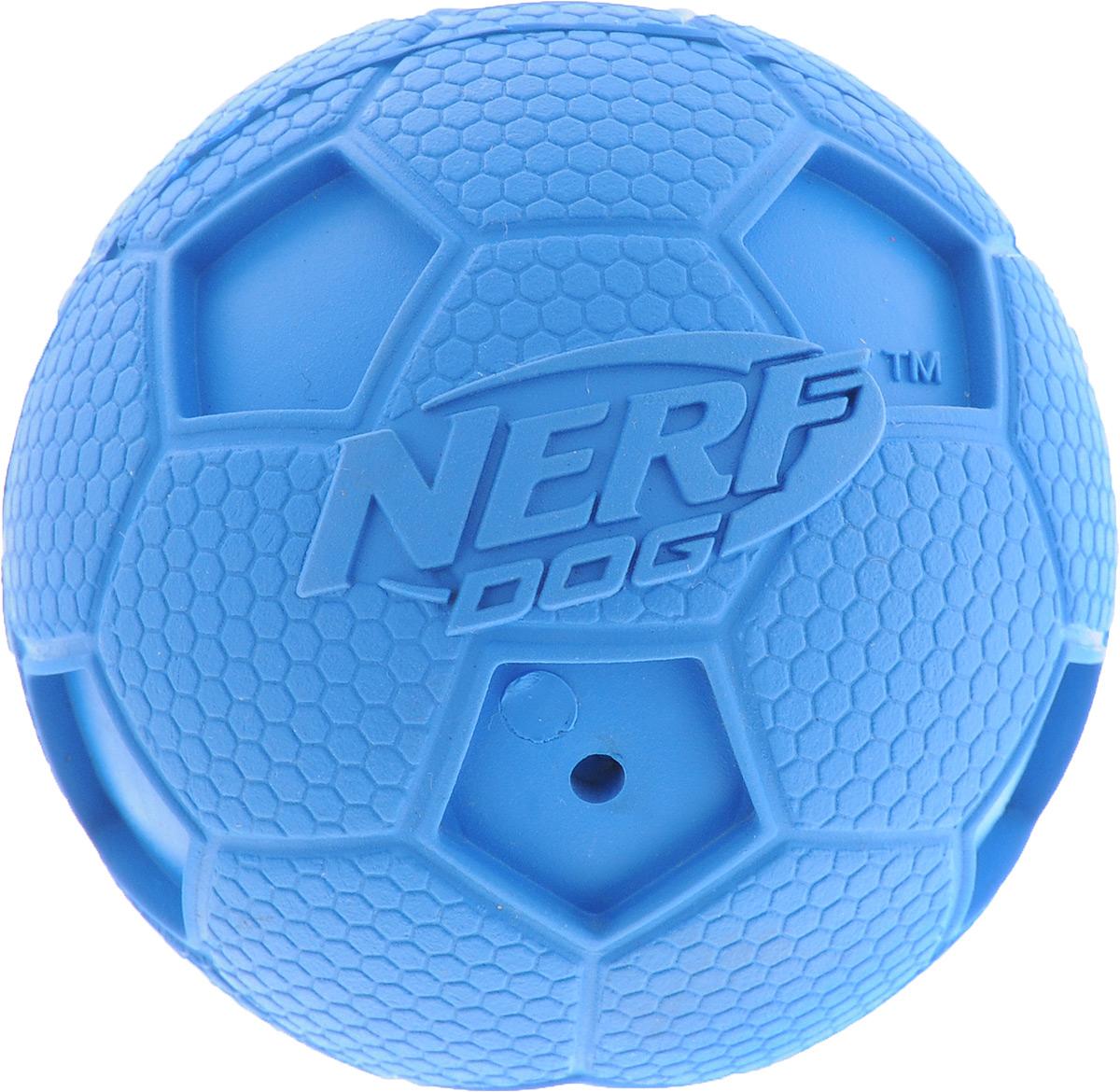Игрушка для собак Nerf Мяч футбольный, с пищалкой, цвет: синий, диаметр 6 см22187_синийИгрушка для собак Nerf Мяч футбольный выполнена из резины в форме футбольного мяча с рельефным рисунком и нейлоновым хрустящим мячом внутри. Такая игрушка порадует вашего любимца, а вам доставит массу приятных эмоций, ведь наблюдать за игрой всегда интересно и приятно. Изделие оснащено пищалкой.Диаметр игрушки: 6 см.