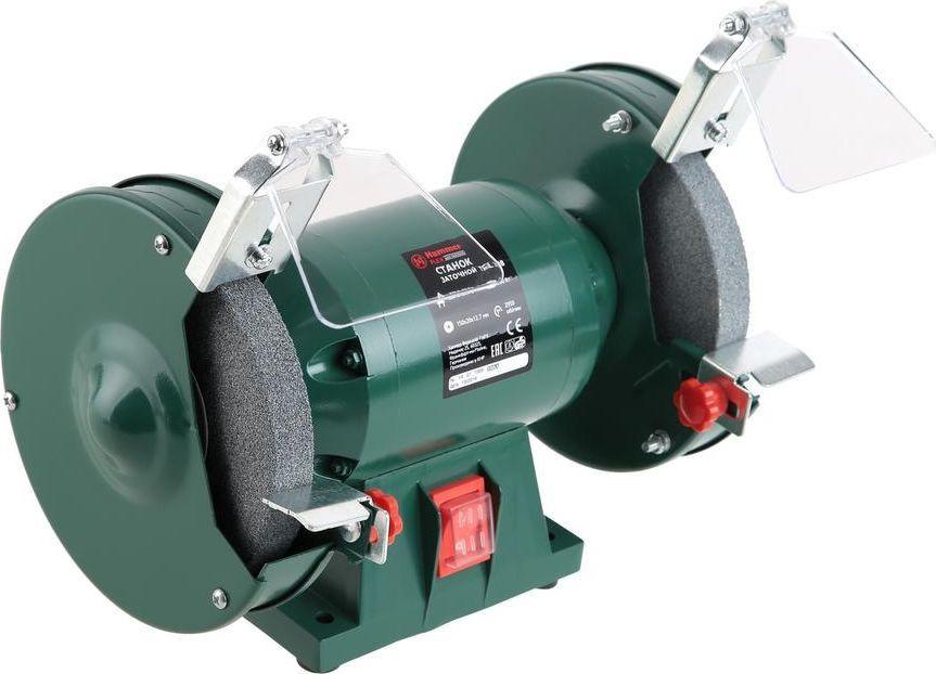 Точило Hammer Flex TSL200B157-009Точило Hammer Flex TSL200B предназначено для заточки ишлифовки. Станок оснащен электродвигателем иабразивными дисками, и мастеру не нужно прилагать усилиядля перемещения точильного диска, он вращаетсясамостоятельно. Затачиваемый инструмент фиксируется наустройстве с помощью двух винтов. Благодаря качественной исвоевременной заточке можно существенно повыситьпроизводительность и защитить от выхода из строя режущиеинструменты.Модель Hammer Flex TSL200B может применяться длячастного пользования. Кожухи закрытого типа ирегулируемые искроуловители повышают уровеньбезопасности станка. Ударостойкое стекло, закрепленное наискроуловителе, позволит работать без защитных очков, нерискуя повредить глаза.Ширина круга 20 мм очень удобна при заточке столярногоинструмента - стамесок, долот, ножей рубанков. Установивкруги различной зернистости, можно производить грубуюзаточку и шлифовку без остановки инструмента для сменыкамня. Положение опорных кронштейнов можно настраивать. Технические характеристики:Вес точила с кругами: 8,5 кг.Круг: 150 x 20 x 12,7 мм.Диаметр круга: 150 мм.Толщина круга: 20 мм. Посадочный размер абразивных кругов: 12,7 мм.