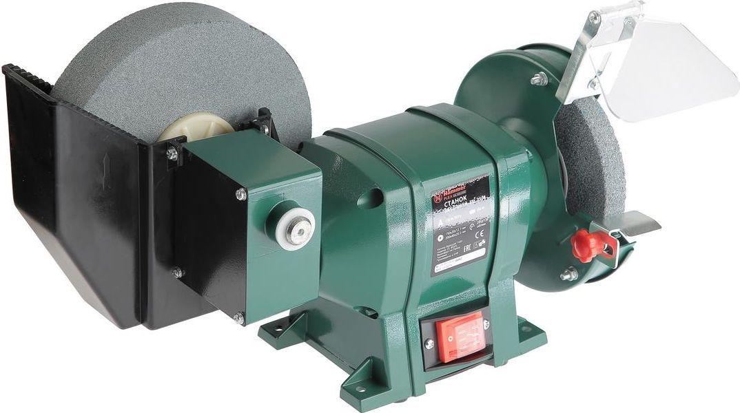 Точило Hammer Flex TSL350B157-010Точило с охлаждением Hammer Flex TSL350B предназначенодля заточки и шлифовки. Станок оснащен электродвигателеми абразивными дисками, и мастеру не нужно прилагатьусилия для перемещения точильного диска, он вращаетсясамостоятельно. Затачиваемый инструмент фиксируется наустройстве с помощью двух винтов. Благодаря качественной исвоевременной заточке можно существенно повыситьпроизводительность и защитить от выхода из строя режущиеинструменты.Модель Hammer Flex TSL350B работает от электродвигателямощностью 350 Вт, питается от бытовой электросети 220В. Оснащена 2 точильными кругами:При сухой заточке используются абразивные круги диаметром150 мм и толщиной 20 мм, при диаметре посадочногоотверстия 12,7 мм.Большой круг находится в пластиковом корпусе, куда можнозалить воду для охлаждения. Диаметр этого круга 200 мм,толщина не больше 40 мм, диаметр посадочного отверстия -20 мм. Устройство имеет сертификат безопасности IP20.Заточка с охлаждением положительно сказывается накачестве работы, значительно меньше разрушаетобрабатываемый металл.Особенности:- Точило оснащено понижающим угловым редуктором.- Выключатели в пылезащитном и влагозащитномисполнении.- Возможность монтажа на верстаке или рабочем столе.- Вес устройства - 8,5 кг. Технические характеристики:Круг: 150 х 20 х 12,7 / 200 х 40 х 20 мм.Диаметр круга: 150 / 200 мм.Толщина круга: 20 / 40 мм.Посадочный диаметр: 12,7 / 20 мм.Обороты: 2950/134 об/мин.
