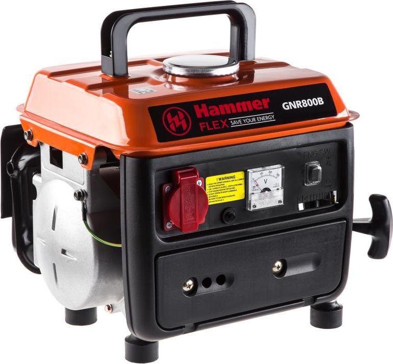 Бензоэлектростанция Hammer Flex GNR800B106-026Генератор Hammer GNR800B — компактная бензиновая электростанция с выходной мощностью 0,7 кВА. Она предназначена для основного электроснабжения и применения в бытовых целях. Хорошо подойдет для использования в загородном доме и при выездах на природу. Работает на одной заправке до 6 часов. Модель оборудована ручным стартом, вольтметром для отслеживания выходного напряжения. За счет компактности и небольшого веса удобно транспортируется.Характеристики:- мощность активная 0,7 кВт,- двигатель двухтактный,- напряжение 220 В,- выходной ток 3 А,- рабочий объем 63 см3,- бак 4,5 л,- время работы 6 ч,- вес 18 кг,- тип генератора - синхронный,- назначение генератора - резервный,- тип стартера - ручной,- тип топлива бензин - АИ92.