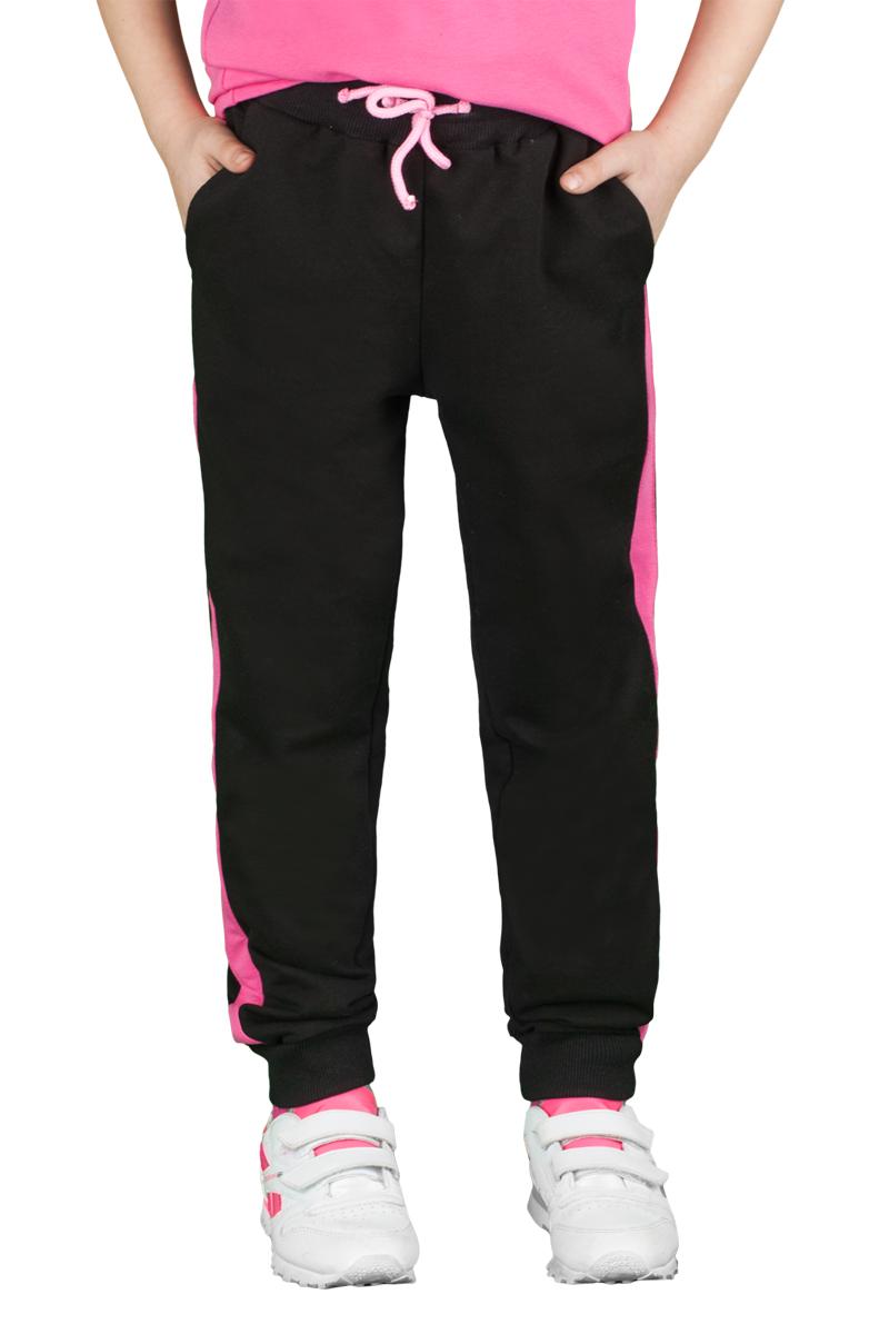 Брюки спортивные для девочки Boom!, цвет: черный, розовый. 70800_BLG_вар.1. Размер 98/104, 3-4 года70800_BLG_вар.1Спортивные брюки для девочки Boom! выполнены из хлопка с добавлением полиэстера и лайкры. Модель снабжена резинкой на талии с затягивающимся шнурком для регулировки посадки и боковыми карманами, дополнена лампасами розового цвета. Низ брючин отделан эластичным материалом. Модель имеет свободный крой и не стесняет движений. Удобные и практичные брюки отлично подходят для занятий физкультурой и летних прогулок.