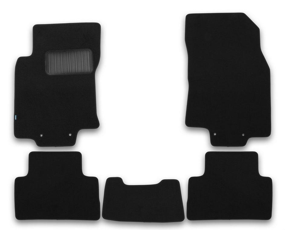 Набор автомобильных ковриков Klever Premium, для Nissan Qashqai 2014, в салон, 5 штKLEVER03365622110khТекстильные коврики Klever можно эксплуатировать круглый год: с ними комфортно в теплое время и практично в слякоть. Текстильные коврики Klever эффективно задерживают грязь и влагу. Коврики изготавливаются индивидуально для каждой модели автомобиля. Шьются из ковролина ведущего европейского производителя. Коврики легко чистятся пылесосом и щеткой, комплектуются фиксаторами для надежного крепления к полу автомобиля. На водительском коврике предусмотрен полиуретановый подпятник.