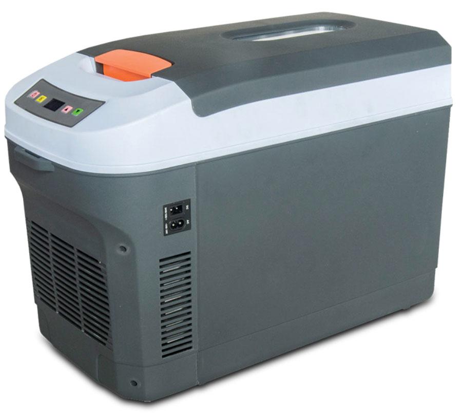 Холодильник автомобильный AVS CC-22WA, 22 лA78277SХолодильник автомобильный AVS CC-22WA - 22-литровый автомобильный холодильник с программируемым сенсорным управлением сохранит выбранную температуру полтора-два часа после отключения сети. Работает в противоположных границах температур: от минус 2°C в максимальном значении охлаждения до плюс 65°C в режиме нагрева. Пластмассовый корпус неприхотлив в обслуживании, протирать его можно без приложения каких-то сверхъестественных сил. Также, как и при подъеме: весит холодильник чуть более 5 кг, при габаритах 54,5x27,6x37см. Для переноса в комплект вложен удобный ремень на плечо. При горизонтальном прикреплении тяжесть распределяет равномерно.