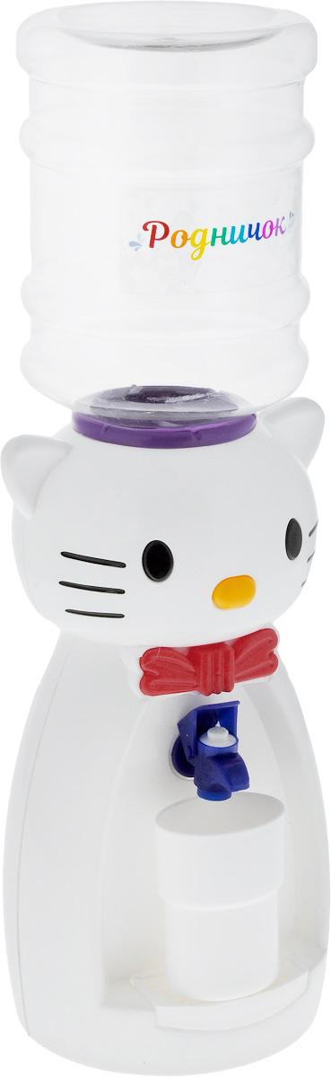 Мини-кулер для воды и сока Родничок Кошка, цвет: белый, 2 л111360Детский мини-кулер Родничок Кошка выполнен из экологически чистого пластика. Изделие не греет и не охлаждает воду, поэтому вы можете не беспокоиться, что ребенок обожжется или простудит горло. Соки, компоты, отвары трав в этом кулере будут для малыша более привлекательны, чем лимонад и другие вредные для организма напитки.Кроха с удовольствием будет наливать напиток из кулера в небольшой стаканчик совсем как взрослый. Ребенок станет потреблять больше жидкости. Вам не придется уговаривать его выпить молоко или компот.Изделие легкое и компактное, поэтому его можно взять с собой на дачу или на пикник. Яркий дизайн, сочные цвета и веселый персонаж сделают такой кулер украшением стола на детском празднике.Стакан входит в комплект.Высота мини-кулера (с учетом бутылки): 50 см. Размер стаканчика: 6,5 х 5 х 8,5 см. Высота бутылки: 18 см.
