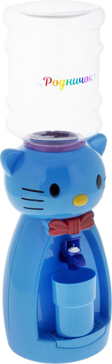 Мини-кулер для воды и сока Родничок Кошка, цвет: голубой, красный, 2 л111367Детский мини-кулер Родничок Кошка выполнен изэкологически чистого пластика. Изделие не греет и неохлаждает воду, поэтому вы можете не беспокоиться, чторебенок обожжется или простудит горло. Соки, компоты,отвары трав в этом кулере будут для малыша болеепривлекательны, чем лимонад и другие вредные дляорганизма напитки. Кроха с удовольствием будет наливать напиток из кулера внебольшой стаканчик совсем как взрослый. Ребенок станетпотреблять больше жидкости. Вам не придется уговариватьего выпить молоко или компот. Изделие легкое и компактное, поэтому его можно взять ссобой на дачу или на пикник. Яркий дизайн, сочные цвета ивеселый персонаж сделают такой кулер украшением стола надетском празднике. Стакан входит в комплект. Высота мини-кулера (с учетом бутылки): 49 см.Размер стаканчика: 6,5 х 5 х 8,5 см.Высота бутылки: 18 см.