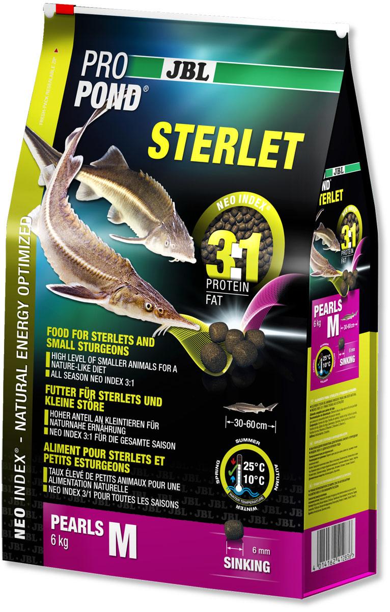 Корм JBL ProPond. Sterlet M для осетровых рыб среднего размера, тонущие гранулы, 6 кг (12 л)JBL4128300Корм JBL ProPond. Sterlet M в виде тонущих гранул предназначен для осетровых рыб среднего размера. Это основной корм с правильным соотношением белков и жиров 3:1 по индексу NEO Index, учитывающему температуру воды, функции, размер и возраст питомцев. Корм содержит лосось, креветки, кальмары, спирулину и гаммарус для природного рациона стерляди (при температуре воды 10-25°С). Размер корма M (6 мм) предназначен для рыб 30-60 см. Тонущие гранулы с 40% белка, 12% жира, 2% клетчатки и 8% золы. Маленькие гранулы хранятся в закрывающейся воздухо-, водо- и светонепроницаемой упаковке для сохранения качества. Осетровые - очень особые рыбы. Их форма тела уже указывает на их образ жизни: они плавают у дна и на ощупь усиками (химио-сенсорными органами) ищут в грунте мелких беспозвоночных, которыми питаются в природе. Корм JBL ProPond Sterlet подходит для такого способа кормления по составу (увеличена доля беспозвоночных) и свойствам, так как опускается на дно. Хотя осетр привыкает питаться на поверхности воды, такой способ кормления противоречит их естественному поведению, и возникает риск заглатывания воздуха. Осетровых всегда следует кормить специальным кормом, так как у него особый состав, и стерлядь может в борьбе за пищу неумышленно повредить костными пластинками слизистую оболочку кои. На практике можно давать корм золотым рыбкам и кои на поверхности в одной части пруда, а осетрам - тонущий корм в другой. Товар сертифицирован.