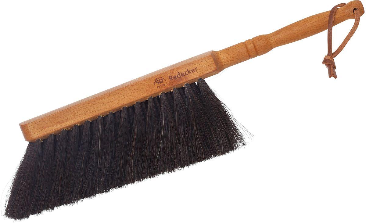 Щетка для уборки Redecker, с ручкой180630Универсальная щётка для домашней уборки. Изготовлена из промасленной древесины бука и щетины из конского волоса. Оснащена удобной ручкой с ремешком на конце, поэтому подходит для вертикального хранения. Конский волос - это один из основных материалов для любого изготовителя щеток. Для получения щетины обычно используют волосы с хвоста или гривы. Поскольку конский волос содержит большое количество кератина, он устойчив к воздействию кислот и щелочей, что необходимо для любой щётки для уборки. Также конский волос отличается усточивостью к разрывам и повышенной упругостью. Таким образом, даже при частом использовании щётки с чистящими и абразивными веществами, риск того, что щетина испортится или деформируется, сводится к нулю.Длина щётки - 29 см.