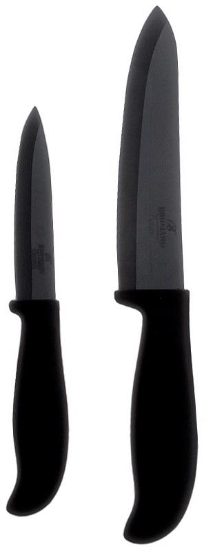 Набор керамических ножей Bohmann, цвет: черный, 2 предмета. 5223BH5223BHНабор Bohmann состоит из двух ножей: нож шеф-повара и универсальный нож. Лезвия ножейизготовлены из керамики, благодаря чему обладают сверхвысокой твердостью и износостойкостью. Резать без заточки таким ножом можно долгие годы, на нем не появляются царапины, и при этом он ощутимо легче стального. Керамика не оставляет на продуктах неприятного металлического послевкусия. Продукты, которые вы нарезаете керамическим ножом, не вступают в химическую реакцию, не окисляются и не намагничиваются - то есть сохраняют все свои полезные свойства.Эргономичные пластиковые рукоятки с эффектом Soft-Touch позволят держать нож свободно и максимально удобно. Нарезать продукты или чистить овощи теперь станет намного проще.Ножи Bohmann станут незаменимым помощником на кухне и помогут создавать кулинарные шедевры день за днем. Нельзя резать кости, очень твердые и замороженные продукты. Категорически нельзя рубить и скоблить. При чистке просто ополосните водой или протрите кухонным полотенцем. Характеристики: Материал: керамика, пластик. Комплектация: 2 шт. Цвет: черный. Длина лезвия ножа шеф-повара: 15 см. Общая длина ножа шеф-повара: 28 см. Толщина лезвия ножа шеф-повара: 2 мм. Длина лезвия универсального ножа: 10 см. Общая длина универсального ножа: 21 см. Толщина лезвия универсального ножа: 1,8 мм.