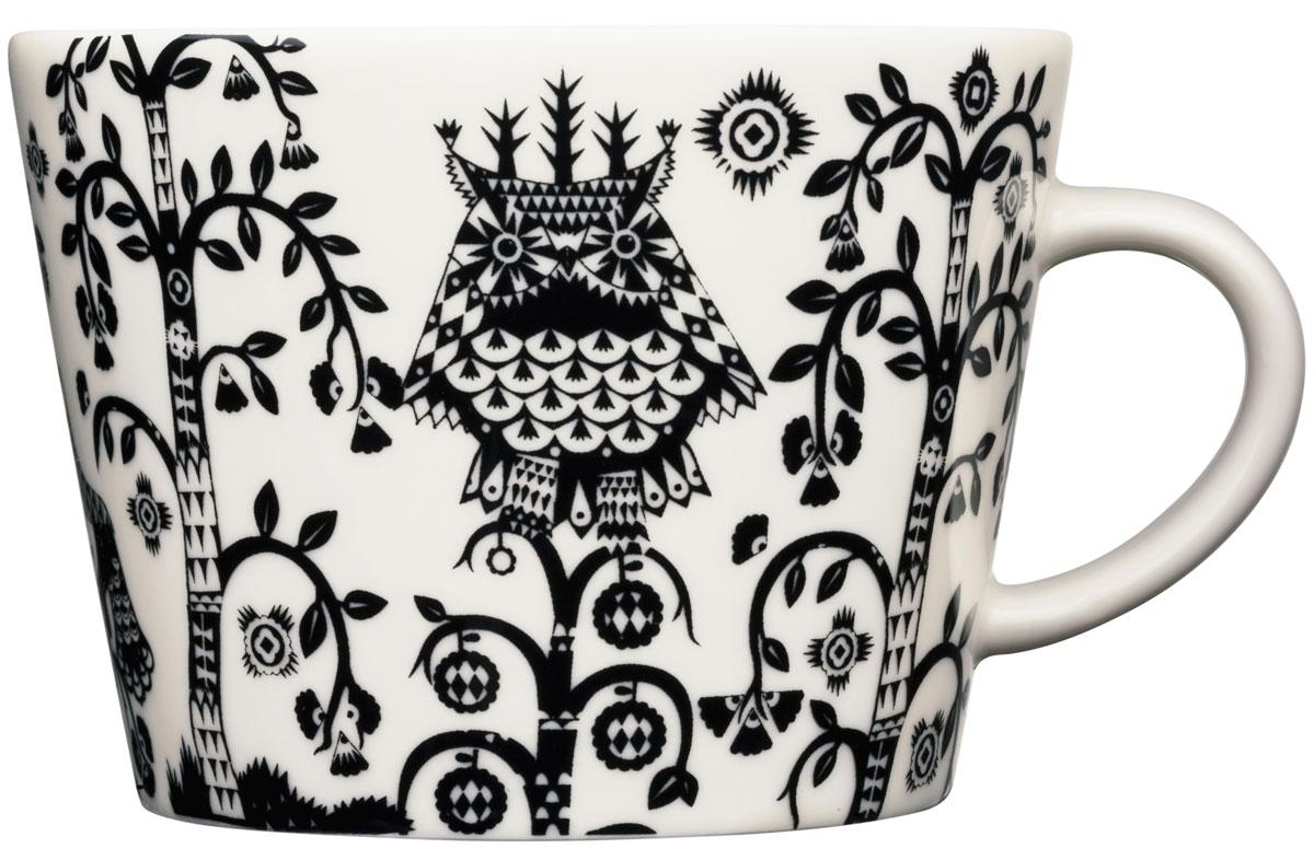Чашка кофейная Iittala Taika, цвет: черный, 200 мл1012506Taika - одна из самых известных коллекций знаменитого финского бренда Iittala. Кружка выполнена из современного и прочного фарфора, что позволяет использовать ее в микроволновой печи и посудомоечной машине. Яркий авторский дизайн и великолепное качество сделают посуду Taika главным украшением вашего стола!
