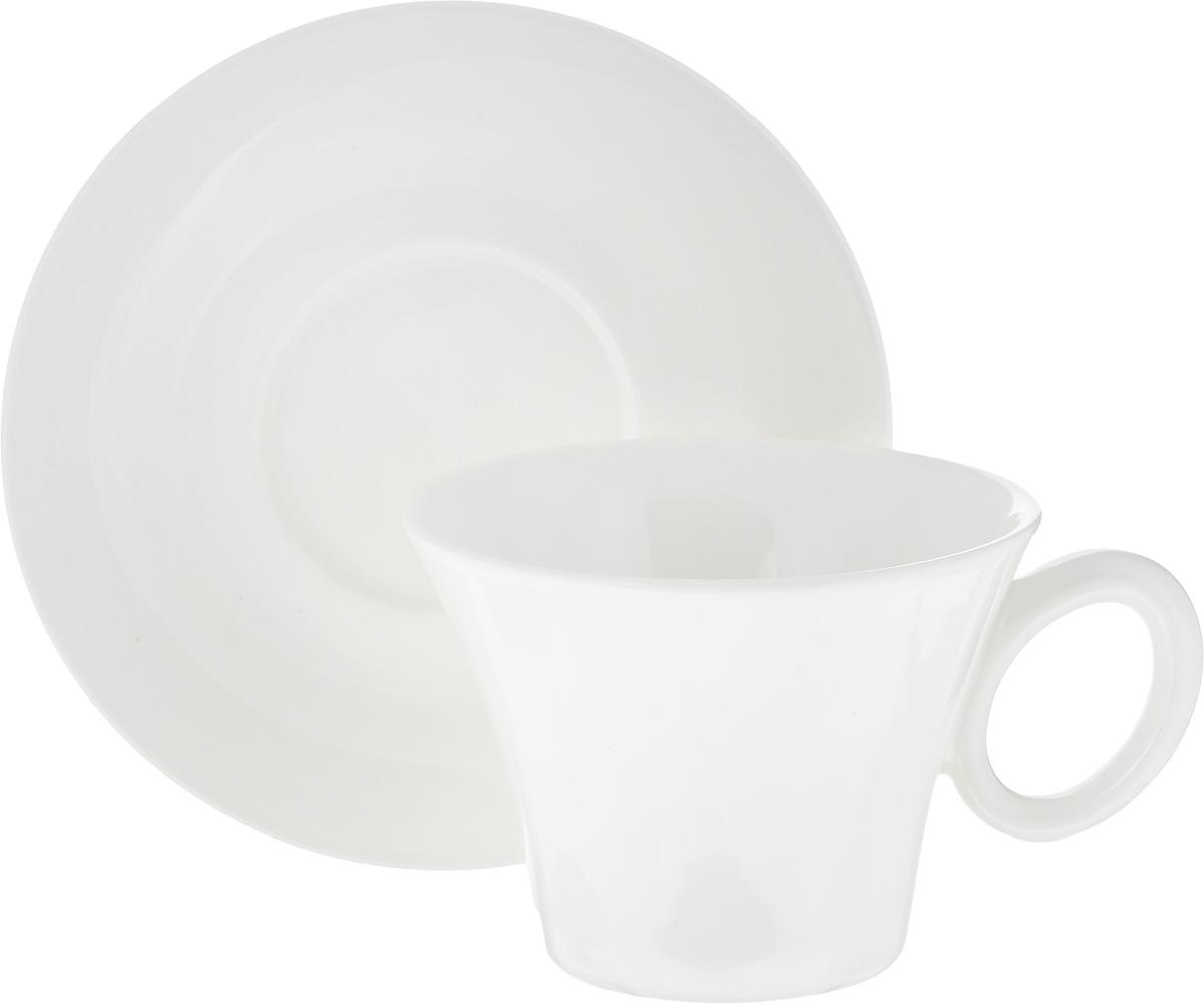 Чашка для чая Tescoma Allegro, с блюдцем387524Чайная кружка Tescoma Allegro выполнена из высококачественной керамики. Современный дизайн, несомненно, придется вам по вкусу.В комплект входит небольшое блюдце.Кружка и блюдце Tescoma Allegro украсят ваш кухонный стол, а также станет замечательным подарком к любому празднику.Можно использовать в микроволновой печи, холодильнике и мыть в посудомоечной машине.Объем чашки: 250 мл.Диаметр чашки (по верхнему краю): 10 см.Высота чашки: 7,5 см.Диаметр блюдца: 14,8 см.Высота блюдца: 2 см.